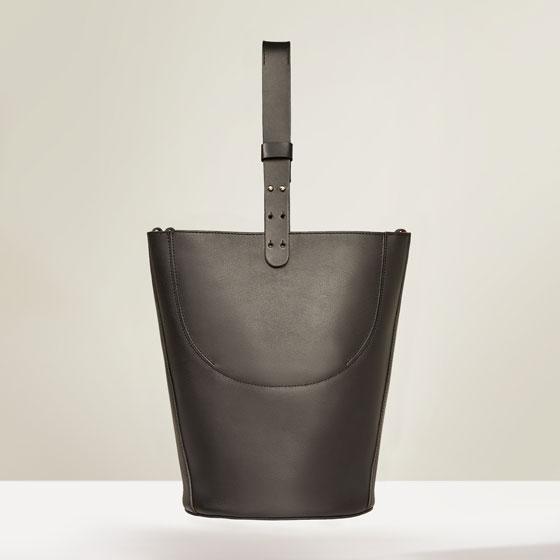 http://www.zara.com/us/en/sale/woman/bags/view-all/quilt-und-kissenbezug-in-melierter-optik-mit-gewelltem-kontrastrand-c734174p3917021.html